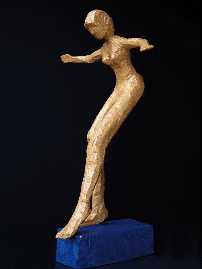 Frau in Gold auf Isar